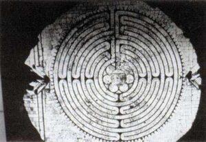 figura 161 - Il labirinto della cattredale di Chartres. (Francia)
