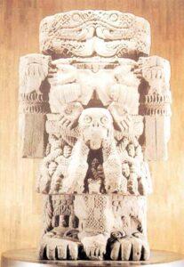 Coatlicue, Dea della morte e della rigenerazione. Museo di antropologia del Messico.